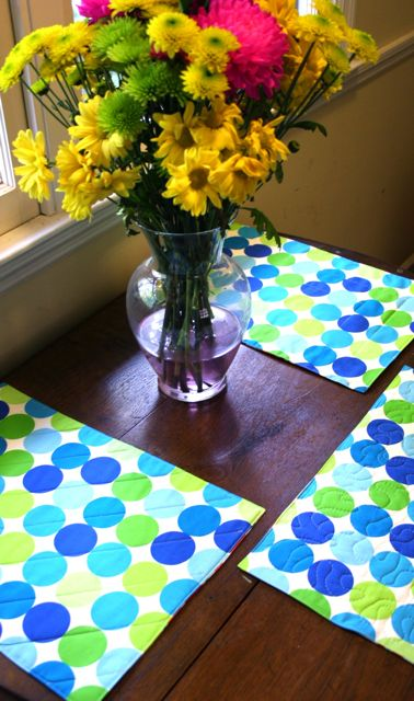Quick & Simple Reversible Quilted Placemat Tutorial | Whipstitch