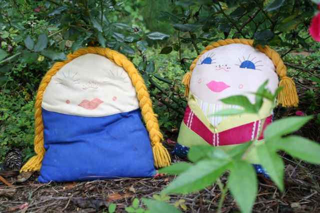 vintage kindergarten pillow dolls | whipstitch