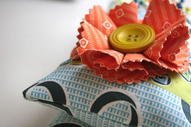 thread catcher button posy