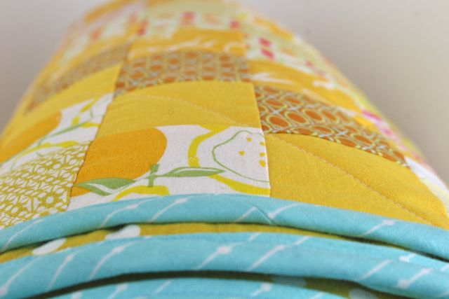 turquoise binding on yellow quilt